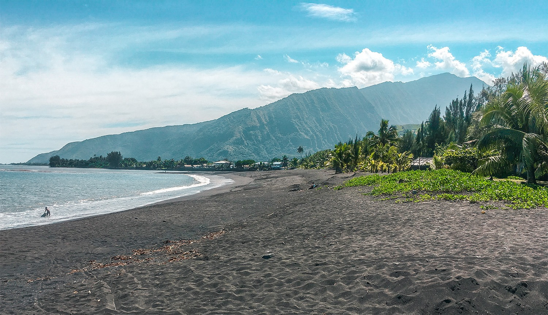 tahiti ile polynesie plage sable noir